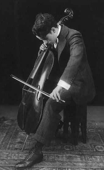 Charlie_chaplin_playing_the_cello_1